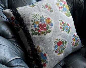 SALE 50s Floral Barkcloth Vintage Fabric Cushion in grey