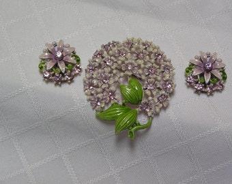Vintage Summer demi lavendar rhinestone and lavendar enameled flower brooch and clip earrings