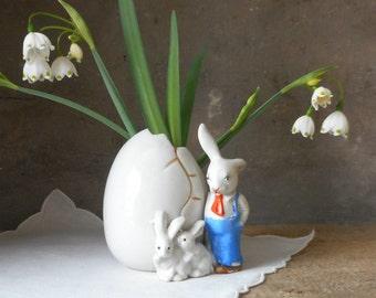 Vintage Ceramic Egg Vase w Rabbit Bunnies Porcelain Easter Decor