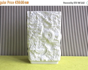Summersale Op Art Fossil White Matte Porcelain Vase By Kaiser