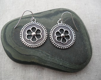 Silver Flower Earrings - Boho chic -  Moroccan - Simple Everyday Silver Earrings