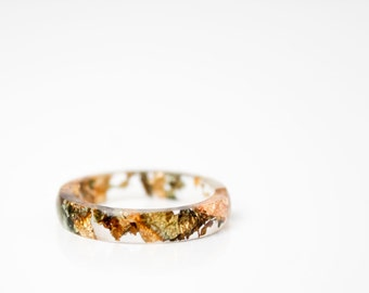 size 8 | thin smooth stacking eco resin ring | clear with variegated metallic leaf flakes