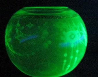 Vintage Vaseline/Uranium Gold Trimmed Decor Bowl