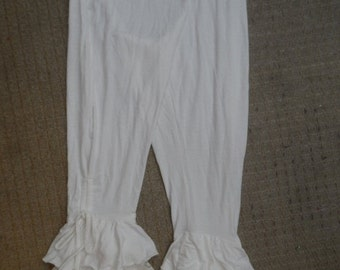 """20%OFF lagenlook white 3/4 pants with ruffles medium to firmer 42"""" hips or waist...."""