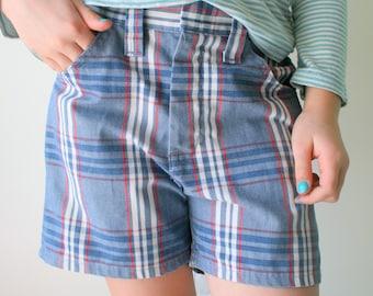 1970s VINTAGE Retro Blue Jean Shorts...kids size 10.....70s kids. shorts. acid wash. blue jean. killer. rad. jcpenny. preppy kids. hipster