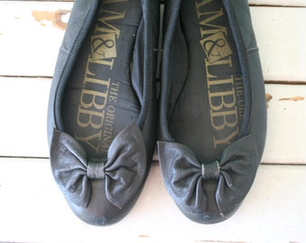 1980s SAM and LIBBY Flats...size 6 womens.. shoes. black flats. retro. kitsch. urban. hipster. 80s flats. 80s glam. black sam and libby.