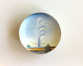 Tiny Souvenir  YELLOWSTONE Old Faithfull Hanging Plate