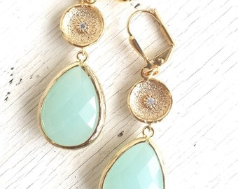 SALE - Mint / Aqua Dangle Earrings in Gold. Bridal Party Gifts. Wedding Jewelry. Bridesmaids Earrings. Mint Wedding Jewelry. Dangle. Drop.