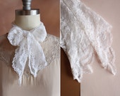 vintage 1970's white scalloped floral lace head scarf kerchief