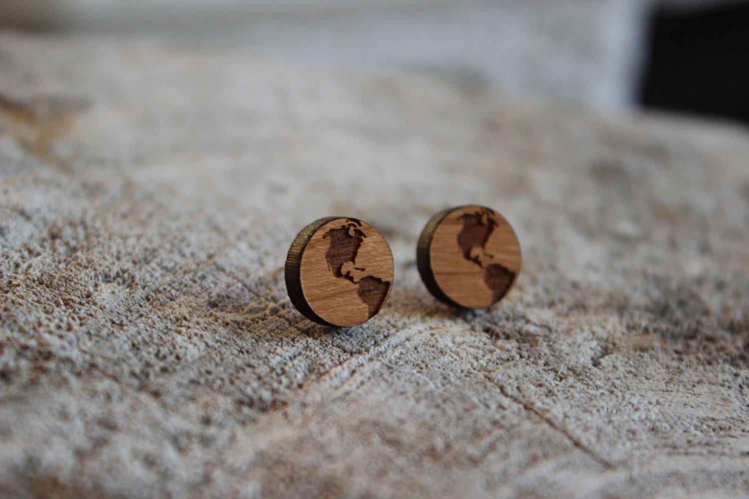 mignonnes puces en bois terre cute studs earrings wood. Black Bedroom Furniture Sets. Home Design Ideas