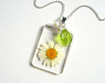 White Daisy - Real Flower Garden Necklace -  botanic jewelry, flower jewelry, white, peridot, leaf, pearls, natural, Nature inspired, ooak