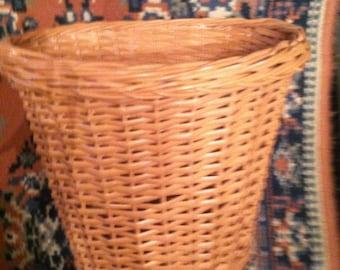 Vintage salmon pink retro 1970s wicker waste basket