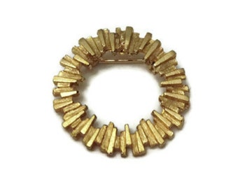 Vintage Textured Gold Tone Round Pin Brooch Costume Jewelry