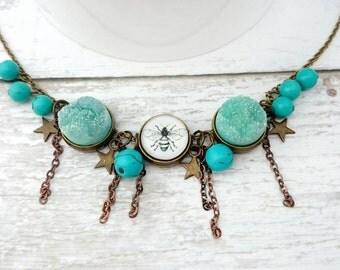 Bee Necklace with Green Quartz Round Druzy -  Druzy Necklace, Bee pendant, Bee Jewelry, Art Print Jewelry