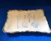 Ceramic skeleton key holder jewelry man woman food safe blue vintage