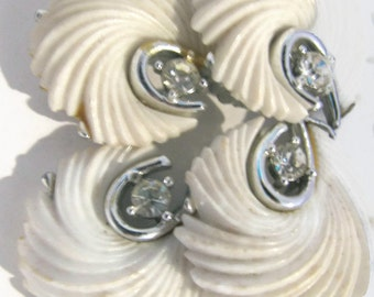 LISNER 1950s/ 60s WHITE lucite thermoset double feathers stylized clip earrings.