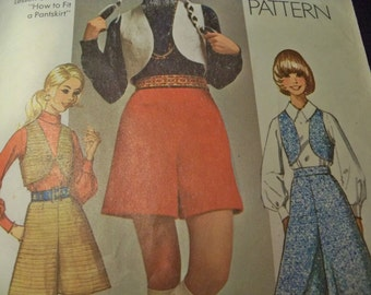 Retro 70 Simplicity 8921 Size Jr Petite Size 5 Pantskirt and Vest Teens Culottes, Short Vest Sewing Pattern Supply Simple pc