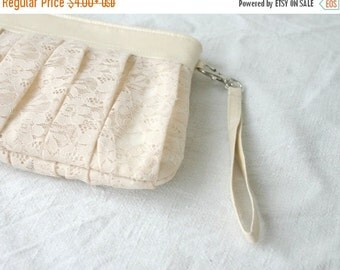 ON SALE Add a wrist strap to the bridesmaids clutch bags