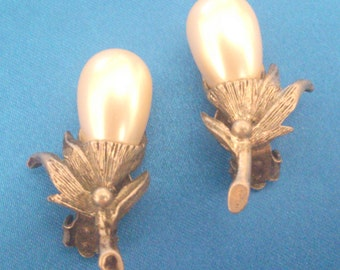 Vintage Silver Tone Faux Pearl Botanical Flower Clip Earrings