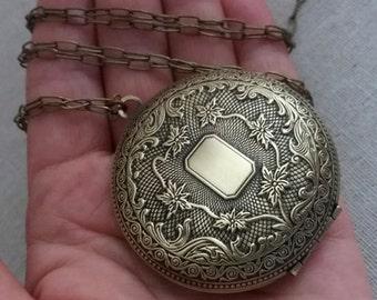 Large Locket Necklace. Brass Locket. Keepsake Necklace. Very Large Locket. Vintage Locket. Long Necklace. Photo Locket