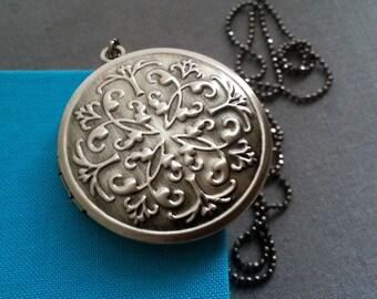 Locket Necklace. Antique Silver Locket. Keepsake Necklace. Dark Silver Locket. Bohemian. Vintage Locket. Long Necklace. Photo Locket