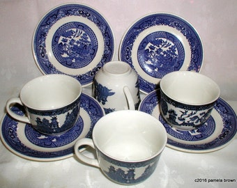 Vintage English Staffordshire Blue Willow Teacups and Saucers Set of 4