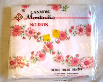 Vintage Pink Daisy Lace Twin Flat Bed Sheet, Cannon Monticello Bedding, Fabric Decor, Quilting Supply - Unused
