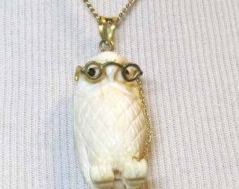 Whimsical Vintage 1940s Carved Wise Old Owl Necklace