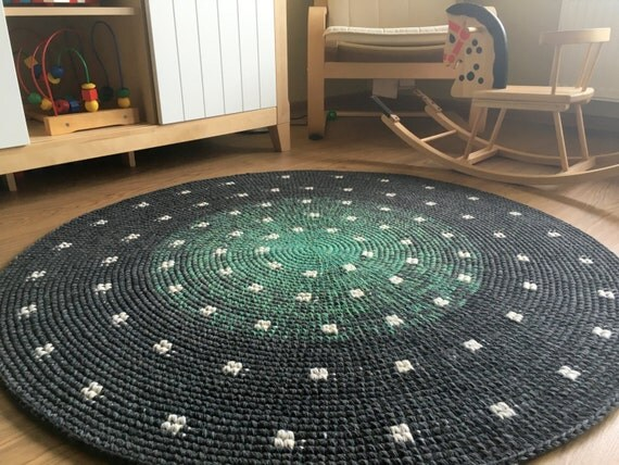 Beautiful hand crochet spotty rug, perfect for a nursery, 46'' in diameter, ready to ship