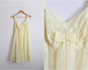 70s Vanity Fair Yellow Slip Dress/ Wedding Nightgown / 1960s Lace Slip Dress / Vintage Nightgown / Size S/M / Size 34