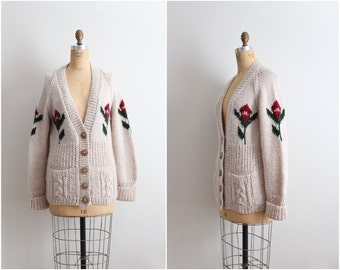 Vintage Floral Knit Cardigan Sweater/ 70s Boyfriend Sweater Cardigan / Granpa Cardigan/ One Size