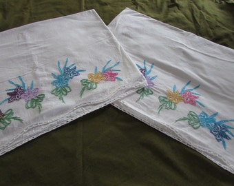 White Cotton Embroidered Pillowcases - Embroidered Flowers - FREE SHIPPING - Vintage Embroidered Pillowcases - Set of 2