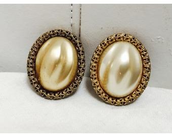 Vintage 1960s Oversized Pearl & Gold Filigree Clip On Earrings