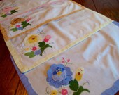 Applique Placemats Set of Four Colorful Floral Place Mats with Pockets for Napkins Vintage