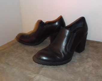 Vintage Black Leather BORN Stacked Heel Ankle Boots Size 8 1/2 US and 40 EU So Comfortable and in Excellent Condition