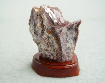 Lepidolite Rough Stone with Stand (CRYR-LE-J)