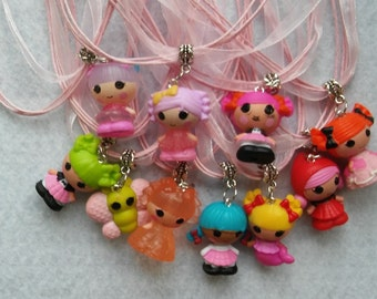 10 Dolls Necklaces Party Favors.