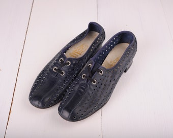Vintage Hush Puppies Navy Blue Perforated Leather Oxford Shoes, Womens 8 / ITEM147