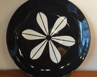 "Catherineholm Black Lotus Plate, 10"""