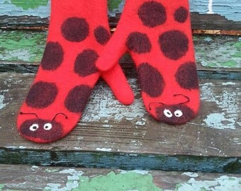 The Ladybug mittens. Bright red pure merino wool warm and cozy winter fashion, Christmas price