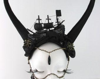Pirate Ship Headdress horns headdress black Gothic Vampir Fantasy Fascinator