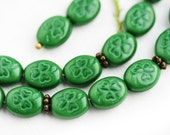 Green Shamrock beads, Czech glass clover beads, St. Patrick, Irish, oval beads, 10x8mm - 20Pc - 0555