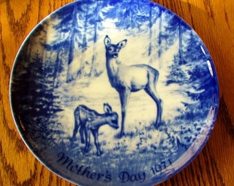 Royale Blue Winter Deer & Fawn Mother's Day Germany 1971 Collector's Plate Vintage Collectibles By Vintagelady7