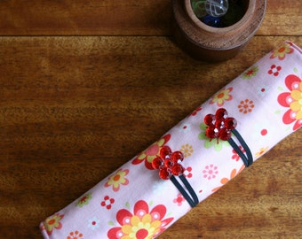 Pencil Roll Retro Floral Includes 12 Quality Colour Pencils + One HB Graphite Pencil Crochet Hook Roll Brush Roll Pink