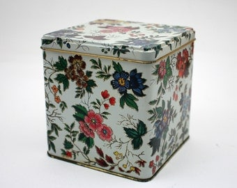 Vintage 1970s Daher square floral tin, chintz pattern, flowers, decoration, cottage decor, shabby chic, made in England, bathroom vanity