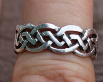 Sterling Silver Braided Circle Ring Size 6