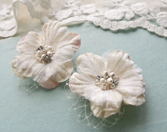 Bridal Hair Accessories Wedding Hair Flowers Bridal Flower Clips Wedding Hairpiece Vintage Bridal Small Clips Ivory Blush Whimsical Veil