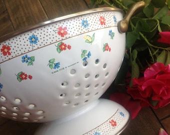 Adorable Vintage M. Kamenstein Kitchen Colander // Strainer // Decor Floral 1984 Country Kitchen Cookware