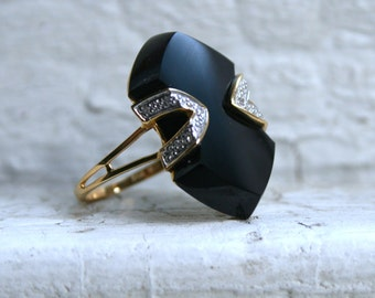 Cool Vintage 18K Yellow Gold Diamond and Onyx Ring.