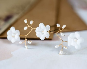 82_Snow white pearl pins, Flower hair pin, Gold wedding accessory, Hair pins, With flowers, White flower, Wedding hair pin, Flowers for hair